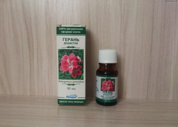Эфирное масло Душистой Герани снимает стресс, снижает депрессию, сводит к минимуму воспаление, улучшает кровообращение, облегчает проявление менопаузы