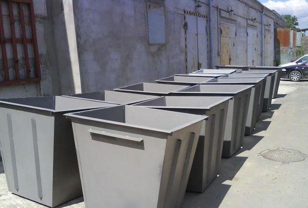 мусорные баки новые