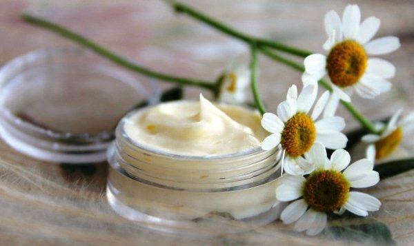 Крем с ромашкой используют практически для любого типа кожи, что делает его универсальным