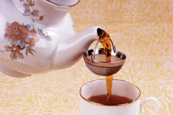 Из цветков боярышника можно приготовить чай, обладающий сильными седативными и успокаивающими свойствами