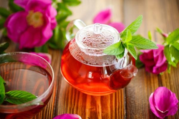 Отвар из лепестков рекомендуется при простуде и авитаминозе