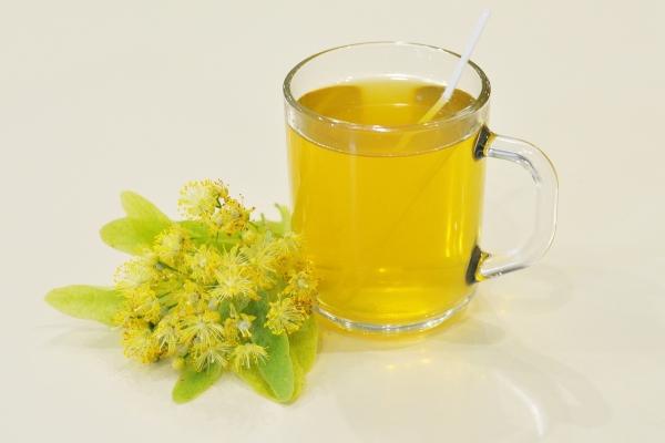 Из цветков липы можно приготовить чай, отвар или настой