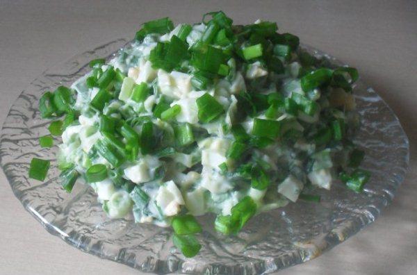 Салат из лука слизуна
