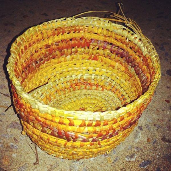 Листья крупного пандануса используются для плетения корзин